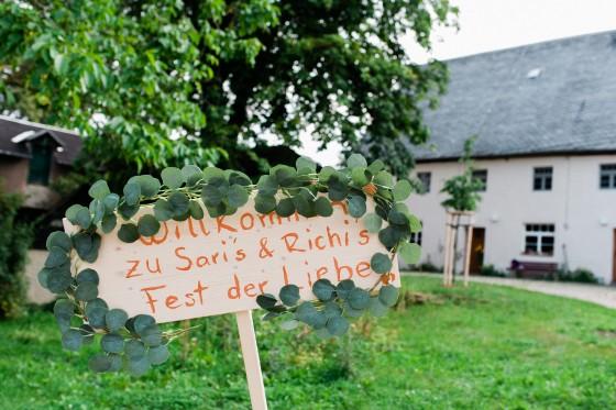 Natürliche Hochzeitsreportage Frankenberg Kinderbauerngut Sachsen Hochzeitsfotograf Dresden Leipzig Berlin Europe Destination Wedding Photographers Reisefotograf Hochzeitsfotograf Salt & Pepper Photography