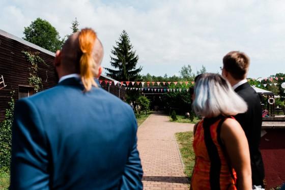 Natürliche Hochzeitsreportage Museumsdorf Glashütte Spreewald Sachsen Hochzeitsfotograf Dresden Leipzig Berlin Europe Destination Wedding Photographers Reisefotograf Hochzeitsfotograf Salt & Pepper Photography